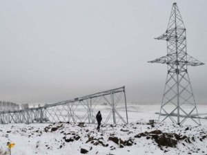 Свердловэнерго восстанавливает рухнувшие опоры ЛЭП 110